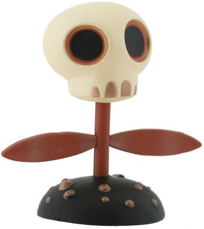 Skull_flower-tara_mcpherson-gamma_mutant_space_friends-kidrobot-trampt-300587m