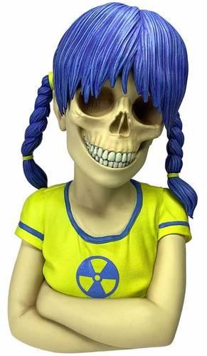 Yellow_nuclear_sue_nami-zoltron-sue_nami-bigshot_toyworks-trampt-301814m
