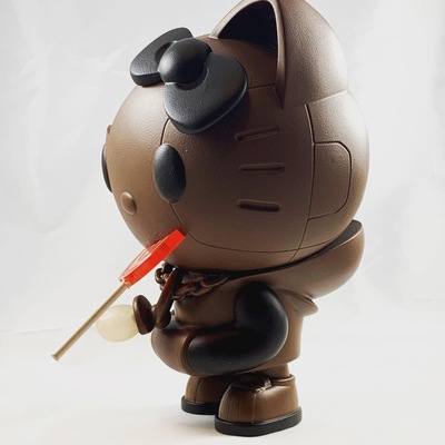 Hello_kitty_by_quiccs__wonderball_edition_le-redguardian-kidrobot_x_sanrio-trampt-302285m