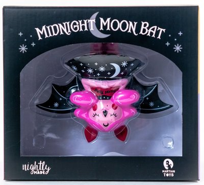 Sweet_fang_midnight_moon_bat_kidrobot_exclusive-nightly_made-midnight_moon_bat-martian_toys-trampt-303489m