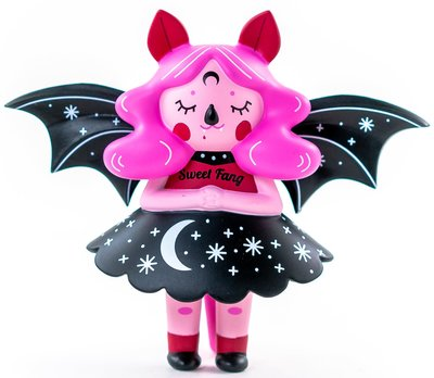 Sweet_fang_midnight_moon_bat_kidrobot_exclusive-nightly_made-midnight_moon_bat-martian_toys-trampt-303491m