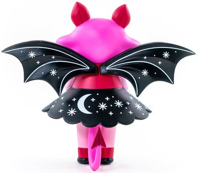 Sweet_fang_midnight_moon_bat_kidrobot_exclusive-nightly_made-midnight_moon_bat-martian_toys-trampt-303492m