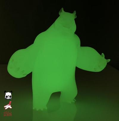 Mini_panda_king_3_glow_in_the_dark-angry_woebots_aaron_martin-panda_king_3-silent_stage_gallery-trampt-304400m
