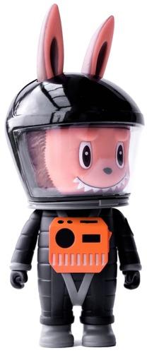 Black_labubu_astronaut-kasing_lung_shon_side-labubu-how2work-trampt-305061m