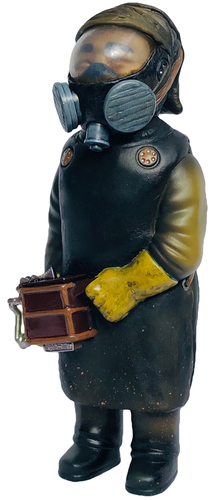 Chernobyl_radiation_suit-miscreation_toys_jeremi_rimel-sofubi-man-trampt-305735m