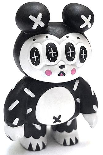 Licorice_marshmallow_matthew-andrea_kang-toy_matthew-trampt-307069m