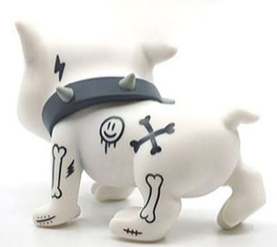 White_baby_creepy_dog-cot_escriv-creepy_dog-thunder_mates-trampt-307807m