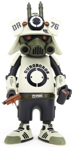 White_dr76_ouroboros-dragon76-dr76_ouroboros-martian_toys-trampt-312122m