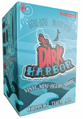 Heavy_footer_gid-kathie_olivas_brandt_peters-dark_harbor-kidrobot-trampt-313703m