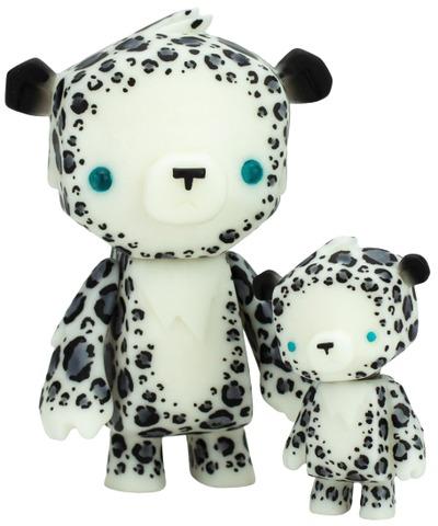 Snow_leopard_kuma_cubs-dead_beat_city-kuma_cub-self-produced-trampt-317589m