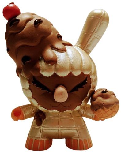 Chocolate_ice_cream_felony-erick_scarecrow-dunny-trampt-318159m