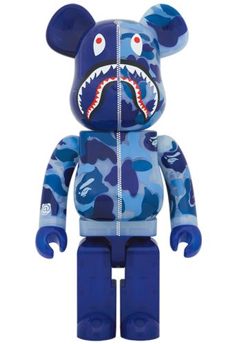 1000_clear_blue_shark_camo_x_mika_ninagawa_berbrick-bape_a_bathing_ape_mika_ninagawa-bearbrick-medic-trampt-318294m