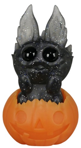 October_sky_nettlepup_w_pumpkin-chris_ryniak-nettlepup-self-produced-trampt-318727m