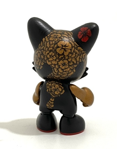 Flowered_black_and_bronze-david_stevenson-janky-trampt-329515m