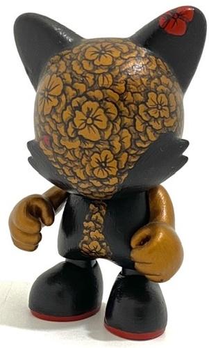 Flowered_black_and_bronze-david_stevenson-janky-trampt-329548m