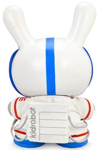Eva_astronaut__the_stars_my_destination-kidrobot-dunny-kidrobot-trampt-330176m