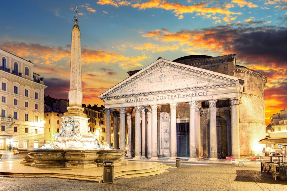 Things you should do in Italy Hide in the Pantheon