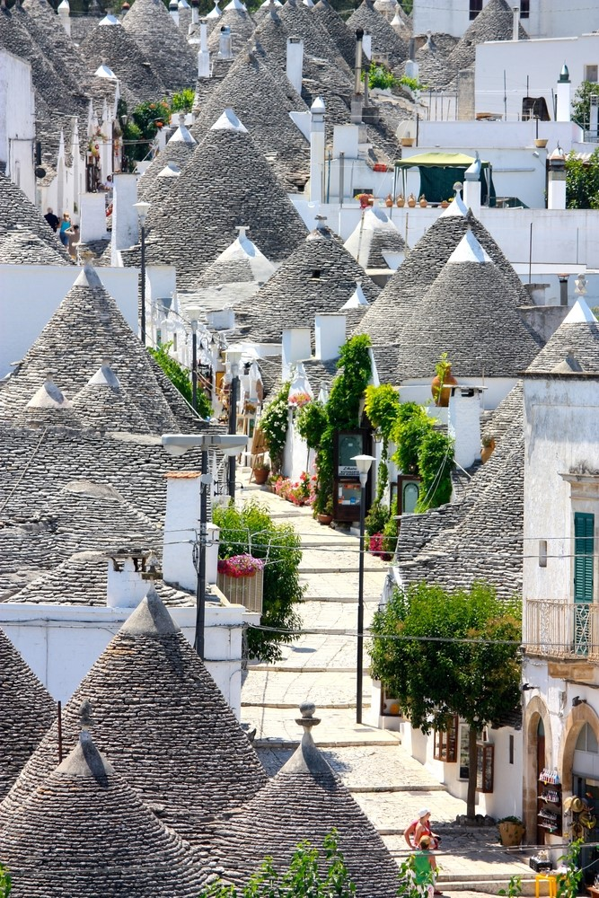 Things you should do in Italy Take a walk across Trulli di Alberobello
