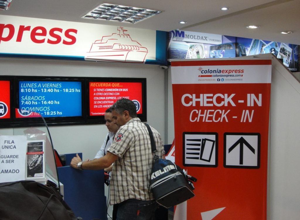 colonia express check-in tres cruces montevideo