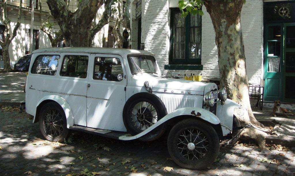 classic car 2 at coloni del sacramento