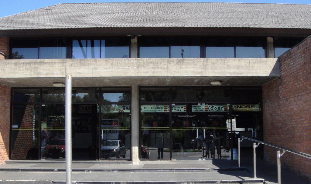 bus station colonia del sacramento