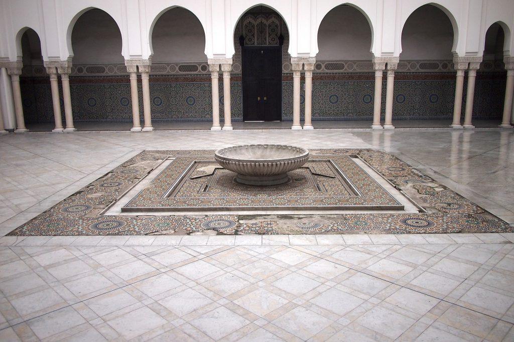 courtyard mosque paris