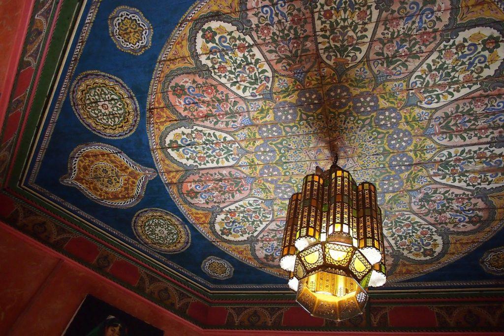 restaurant chandelier at mosque of paris