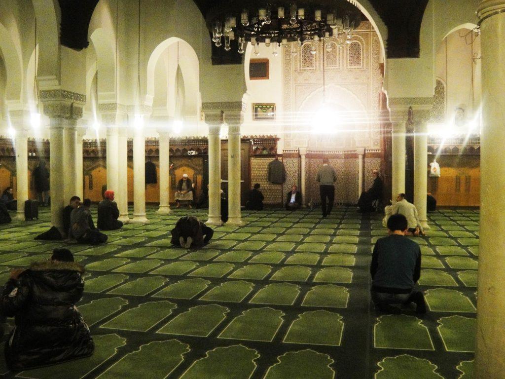 prayer musallah grand mosque paris