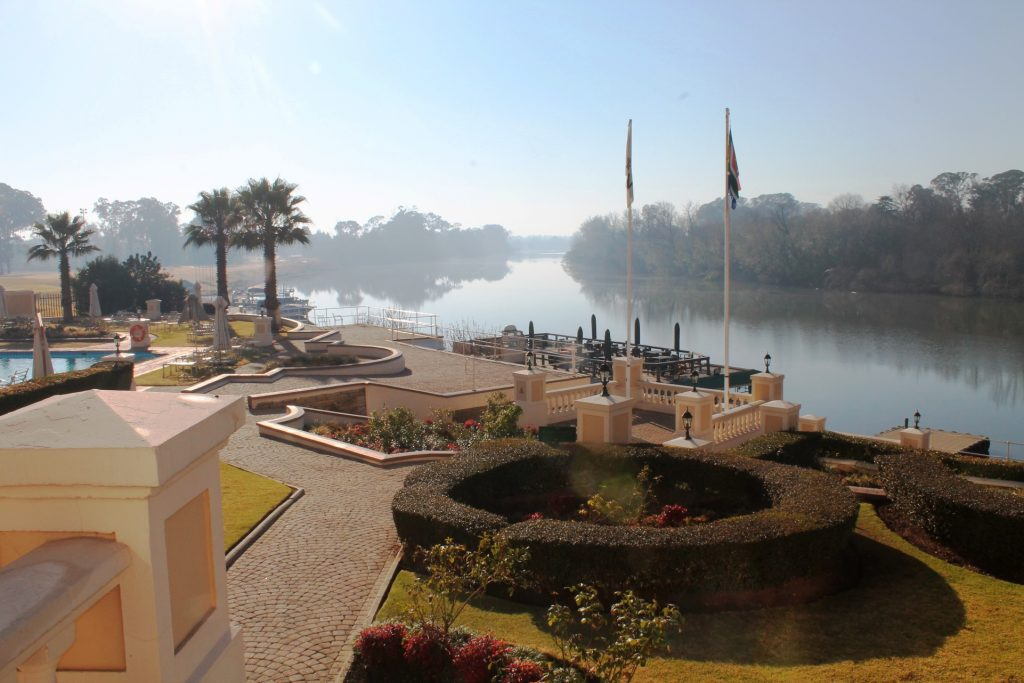 Bon Hotel Riviera on Vaal - gardens and river