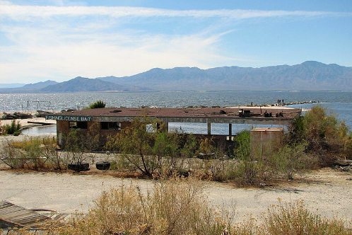 800px-salton_sea_abandoned_bait_shop