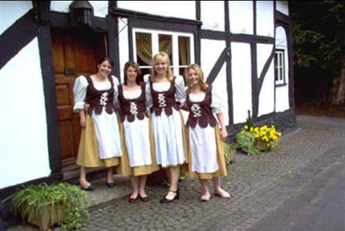 Serving_wenches_c