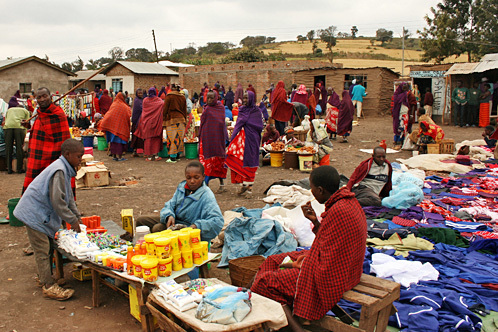 Tanzania_monduli_maasai_red_market
