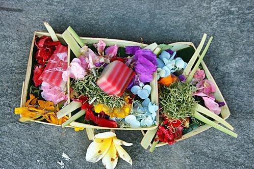 Bali_offering