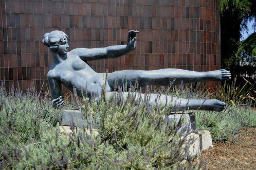 Air_statue