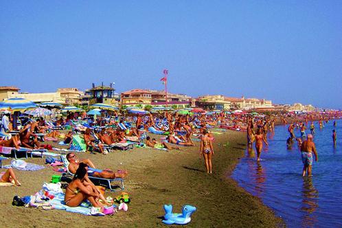 800px-ostia_beach-1