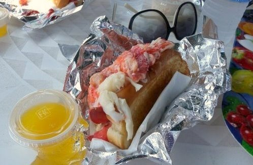 Reds_eats_lobster_roll_cropped1