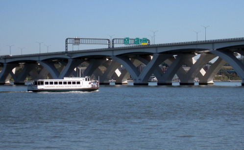 Wilson_bridge_with_ferry_1