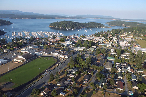 800px-aerial_friday_harbor_washington_august_2009