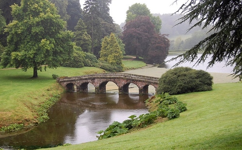 800px-stourhead_park_01