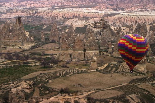 800px-hot_air_ballon_over_cappadocia_11
