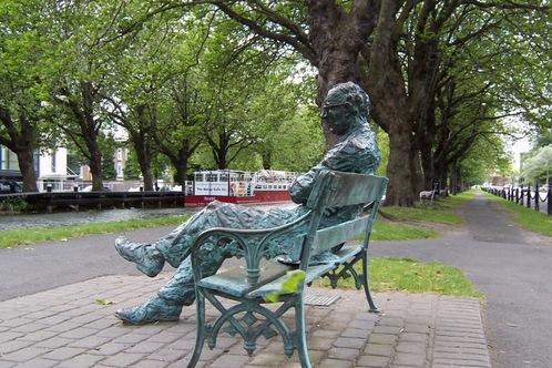 Patrick_kavanagh_statue_-_grand_canal_-_dublin