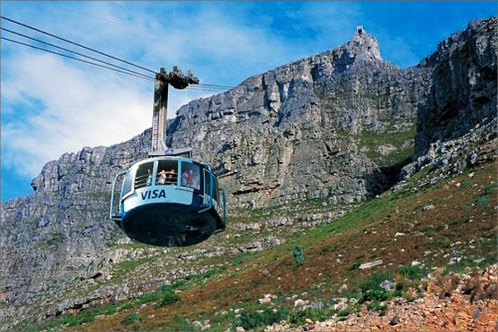 The-cable-car-ascends-table-mountain_001