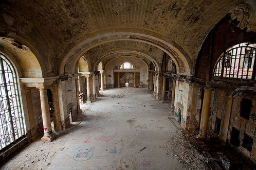 800px-michigan_central_train_station_interior_2009