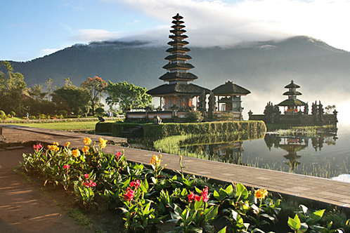 Bali-lakebedugul-puraulundanaubratantemple-small