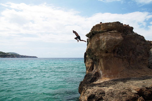 Cliff_jumping-trazzler