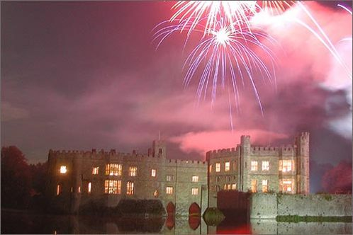 Gazing-at-the-fireworks-ablaze-over-leeds-castle-in-leeds_-england