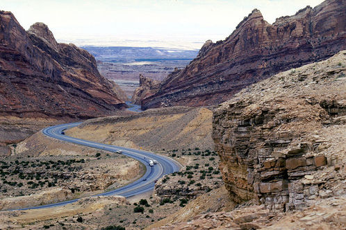 800px-i70_at_san_rafael_swell-green_river