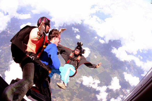 Skydive-tandem-jumpers-10