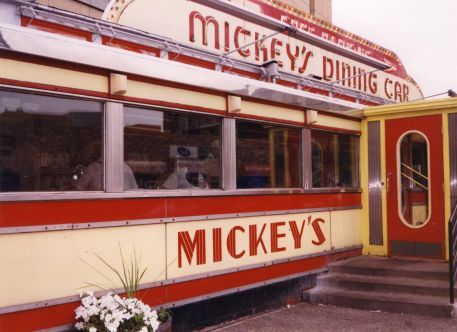 Mickey_s_diner_full_size