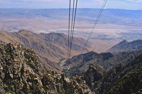 Inside_the_palm_springs_aerial_tramway